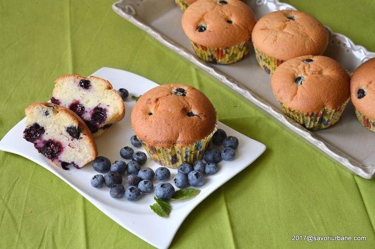 Briose cu afine - pufoase si vanilate. Muffins cu afine sau alte fructe de padure. O reteta simpla de briose pufoase cu fructe proaspete sau congelate.