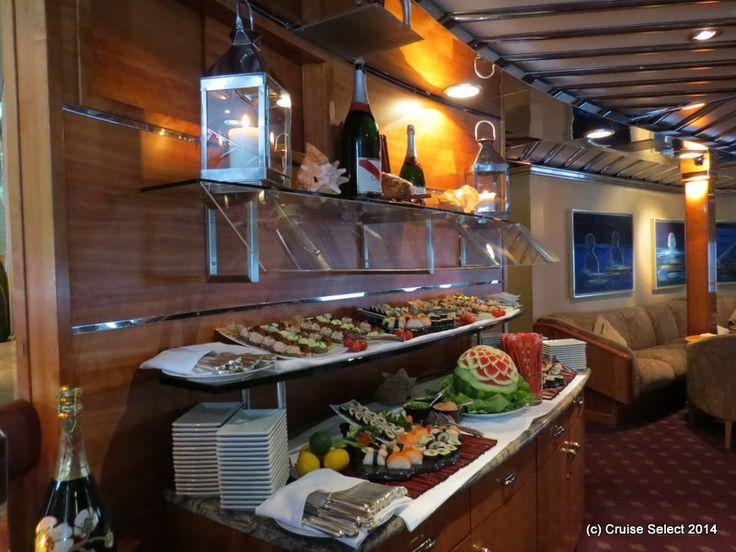 Seadream 1 - Salon Bar - at London Tower Bridge