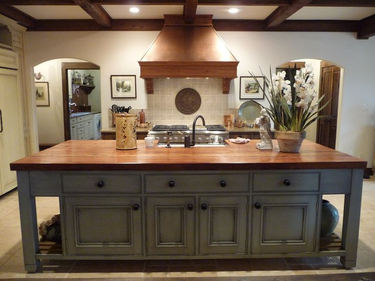 Love this island, sink, counter. kit-gra-french1-435
