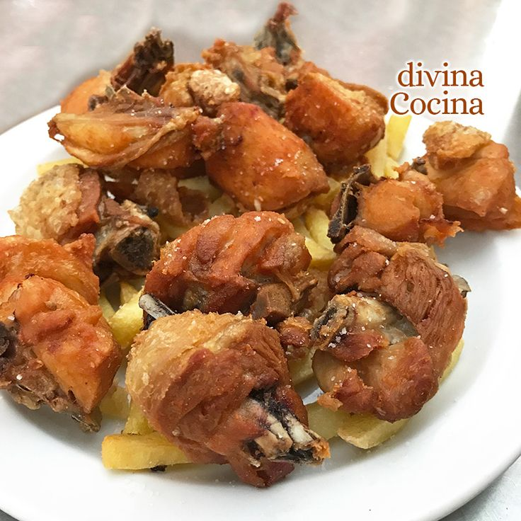 Estas patatas aliñadas con langostinos se pueden consumir templadas o frías. Puedes añadir unos lomos de melva o caballa, unos palitos de surimi troceados o unois huevos de sepia o choco a la plancha o cocidos y troceados.