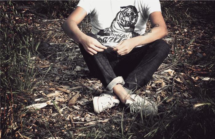 Charliegh Co. – Pacific Goods    Voici une petite marque indie qui a retenu toute notre attention ! Charliegh Co. est un label US né en 2010, qui donne dans le T shirt lifestyle et qui signe quelques jolies pépites. Des créas soft, un beau travail de typo, le tout servi par un LookBook énigmatique. Bienvenue en Californie…    http://www.grafitee.fr/tee-shirt/charliegh-co-pacific-goods/    #Lifestyle #Fashion #TShirts #Apparel #California
