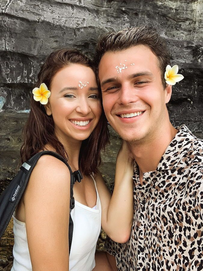 Bali holy water ceremony / Couple selfie