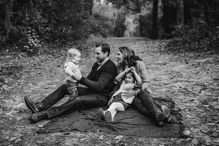 fun-candid-family-moments-at-the-park-photos-by-melissa-bliss-photography-hampton-roads-photographer.jpg