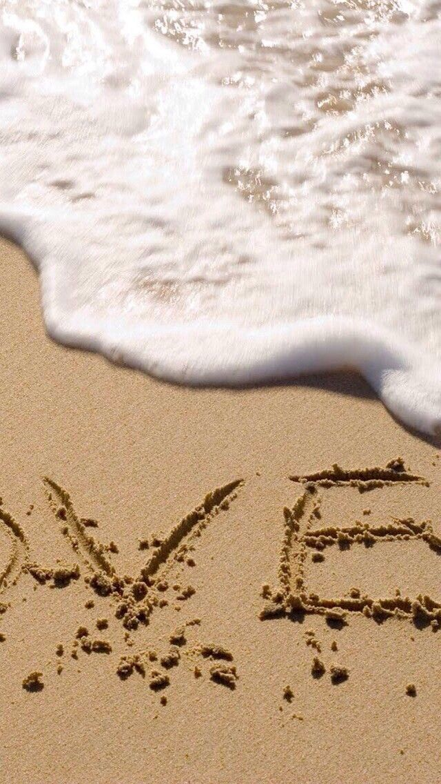 Love on beach 640 x 1136 Wallpapers available for free download.
