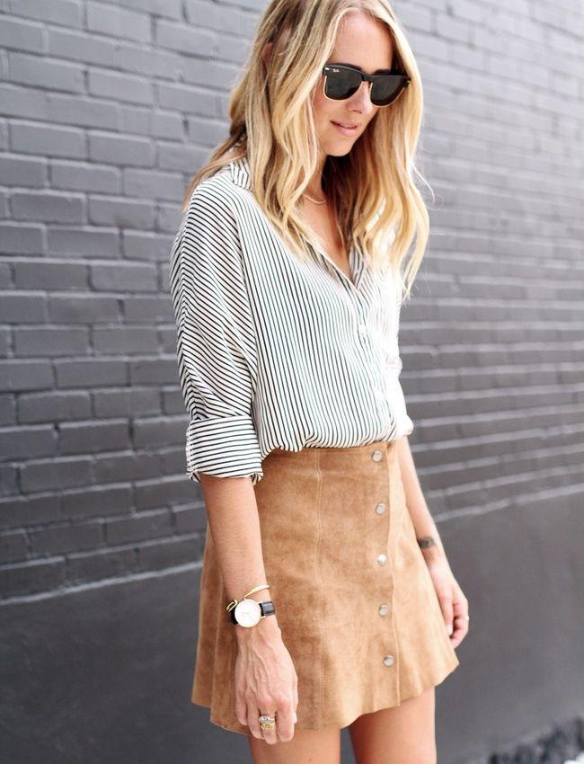 La chemise rayée, plus subtile que la chemise en jean pour accompagner une mini jupe en daim (blog Fashion Jackson)