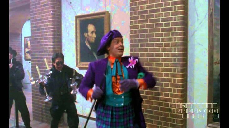 """- FILM -  Batman - Tim Burton - 1989  """" Joker entra in un museo, e, applicando le tecniche gestuali dell'action-painting, compie una giocosa manipolazione degli statici capolavori appesi alle pareti. Interessante è qui la metafora dell'approvazione di un personaggio del fumetto dei procedimenti dell'arte contro l'arte stessa. (...)""""   - Achille Bonito Oliva"""