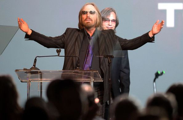 Tom Petty Photos - Singers Tom Petty (L) and Jackson Browne speak during the 31st Annual ASCAP Pop Music Awards at The Ray Dolby Ballroom at the Hollywood & Highland Center on April 23, 2014 in Hollywood, California. - ASCAP Pop Music Awards Show