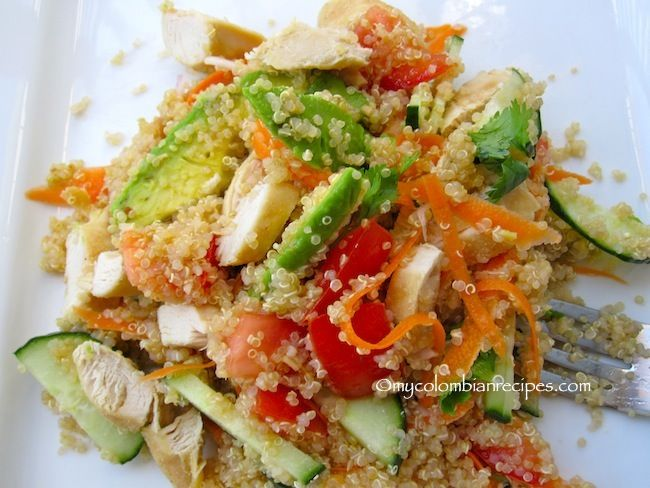 Ensalada de Quinoa y Pollo (Quinoa Chicken Salad). Juan and I make this a lot. Super delicious and quite healthy. Sometimes we add thin strips of lettuce and crumbled bacon.