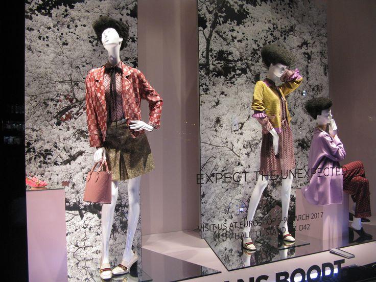 Uusinta nukkemuotia! Eikä vaatteetkaan näytä hullummalta.  euroshop. euroshop 2017. window display. fashion. visual merchandise. shop desing.