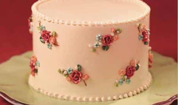 Vintage Buttercream Cake Tutorial on Cake Geek Magazine from Sensational Buttercream Decorating by Carey Madden. See the full tutorial here: http://cakegeek.co.uk/index.php/vintage-floral-cake-tutorial/