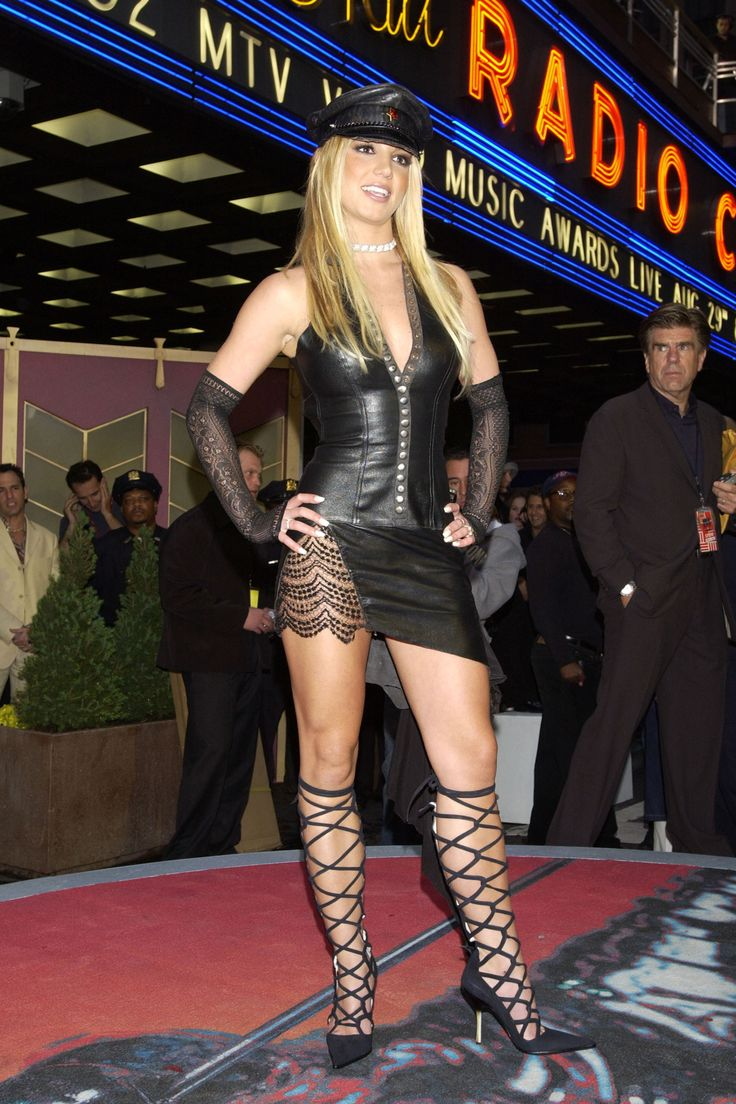 """In Photos:"""" Britney Spears, 2002""""    The Most Memorable Fashion Moments at the VMA's"""