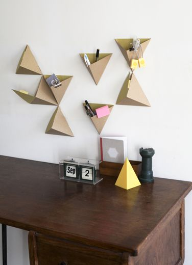 paper triangle wall decoration - will try this as DIY project / les tri-angles / papier tigre.