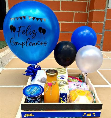 Birthday Gifts For Boyfriend Diy, Presents For Girlfriend, Boyfriend Gifts, Gift Bouquet, Candy Bouquet, Christmas Gift Baskets, Christmas Gifts, Birthday Box, Happy Birthday