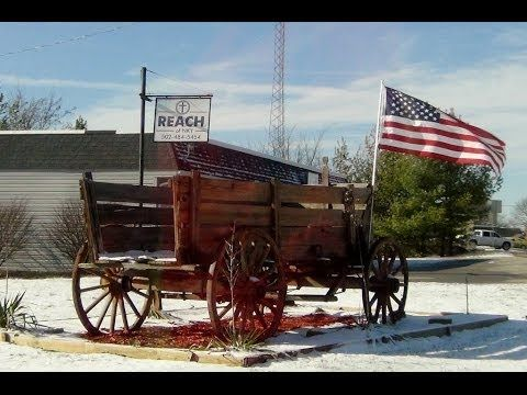 618. Сельская Америка. Старинная повозка с Американским флагом. Old wagon.
