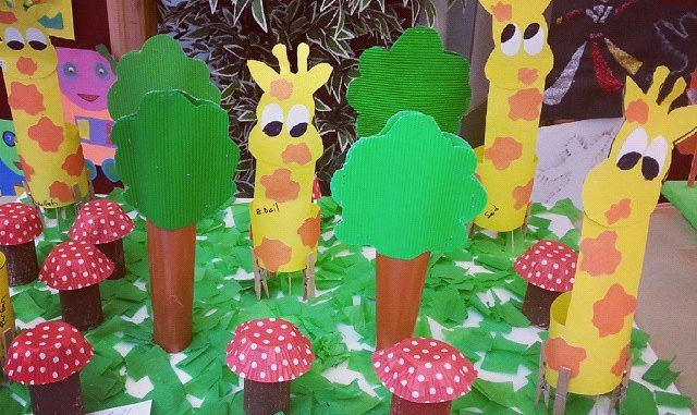 These giraffe bulletin board craft idea projects are for preschool, kindergarten children. The crafts use materials found around the house, like egg cartons, cardboard, paper, boxes, string, crayons, paint, glue, etc.