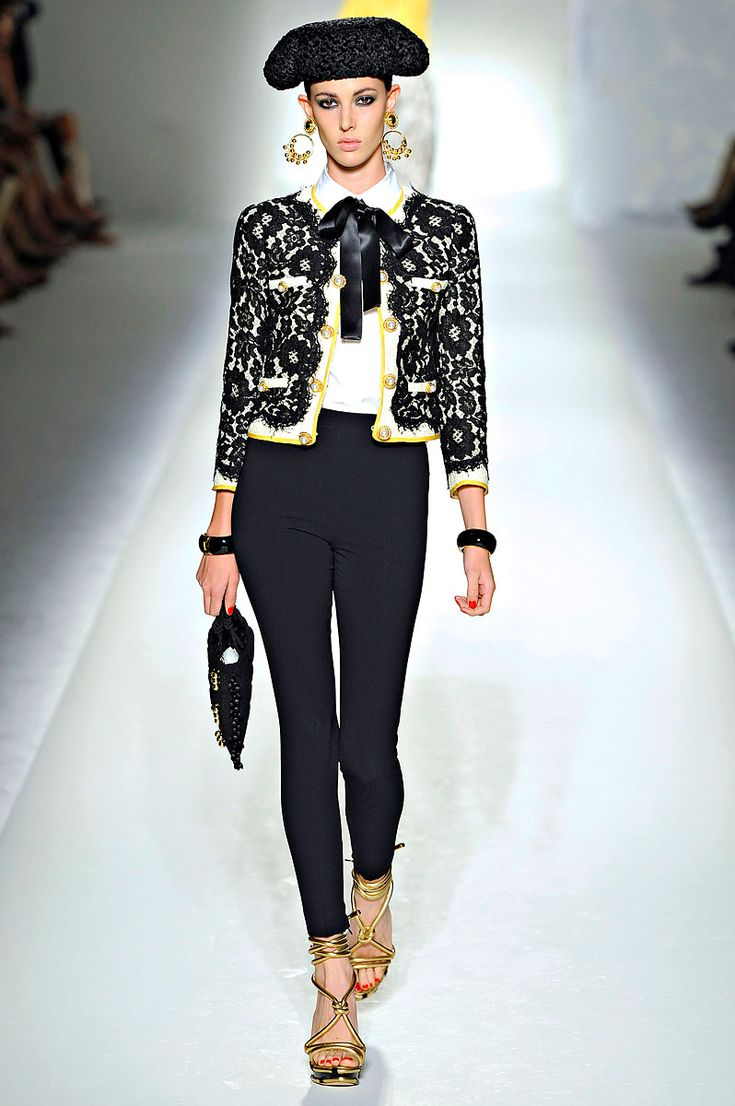 Moschino ~ love a Spanish moment . a Chanel-esque Spanish moment .