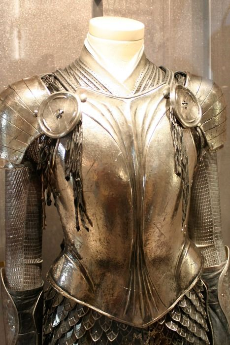 Alice in Wonderland (2010) - Alice's armour  <3  one of my favourite things about this film was the armour!