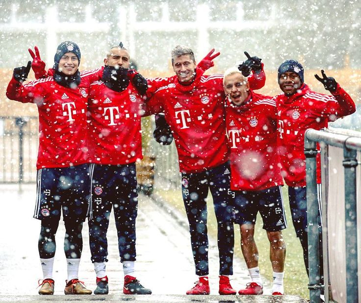 """217.4k Likes, 530 Comments - FC Bayern Official (@fcbayern) on Instagram: """" Oh, the weather outside is frightful.  But #FCBayern are so delightful.  With Lewy, James and…"""""""
