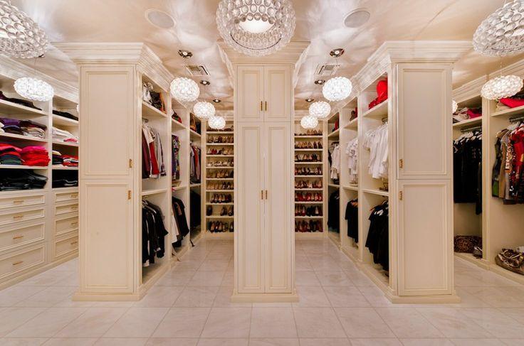 Kleiner begehbarer Kleiderschrank in Beverly Hills ;-)