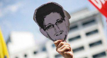 "Rússia cria prêmio ""Edward Snowden Internet Media Awards""  Leia mais: http://portuguese.ruvr.ru/news/2014_04_24/Russia-cria-premio-online-de-Edward-Snowden-9553/"