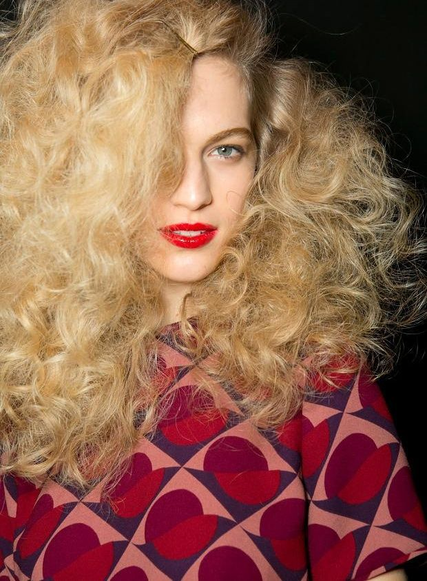 How to: Marc Jacobs messy Hollywood curls #hairstyle http://www.fashionising.com/hair/b--messy-soft-curls-60116.html