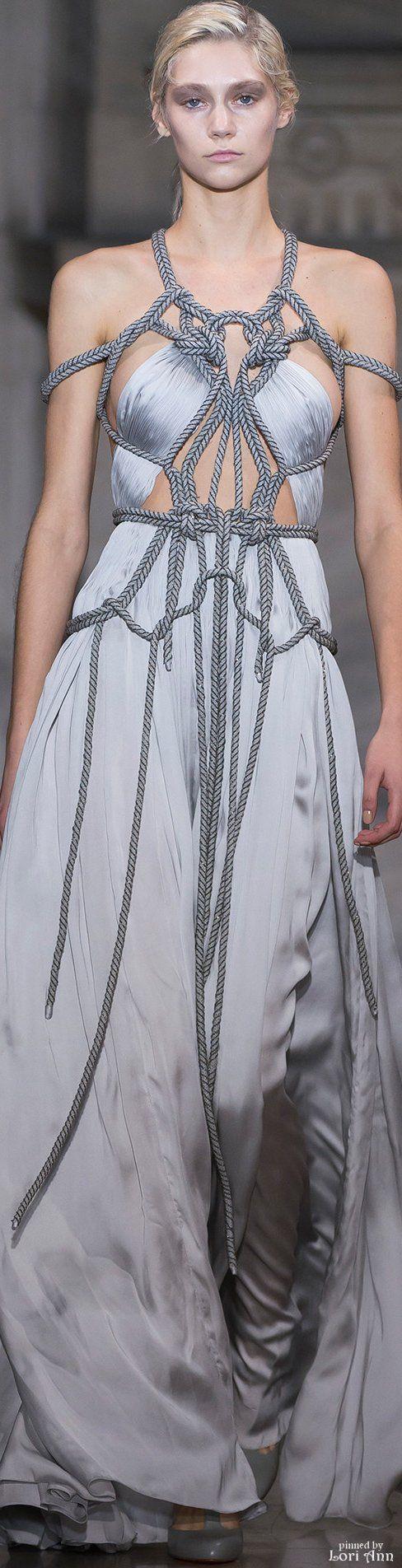 Yiqing Yin Couture Spring 2016///This is some Daenerys Targaryen shit right here.