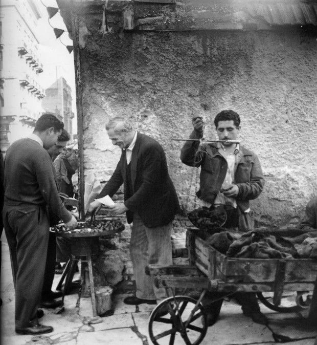 Greek street chestnuts vendor in the '50s, Athens, Greece | #greekfood #thisisAthens #travel