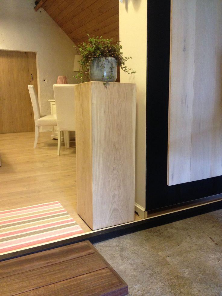 Eiken blok als staander by pro works be   Eiken blokken   Pinterest   Room