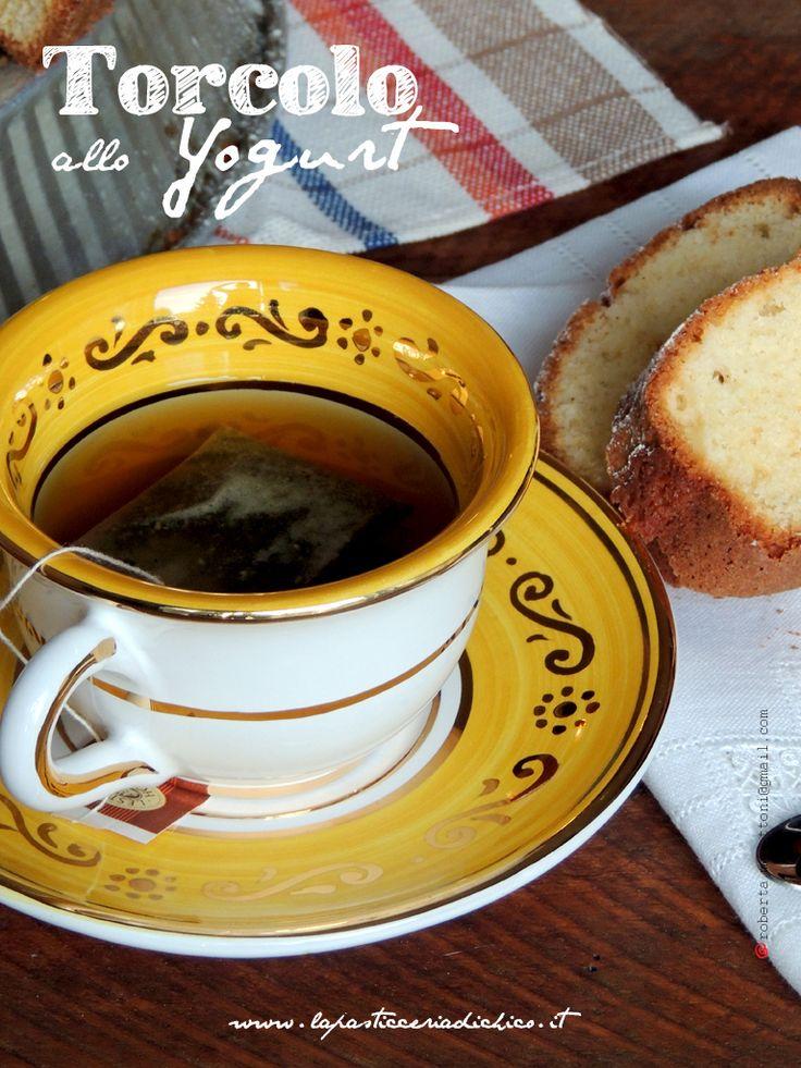 Un dolce semplice, di facile realoizzazione e leggero, ideale per una sana colazione!!! TORCOLO ALLO YOGURT! #COLAZIONE #YOGURTCAKE #CIAMBELLA #FOOD #YOGURT Trovate la ricetta qui: http://www.lapasticceriadichico.it/2013/02/torcolo-allo-yogurt.html
