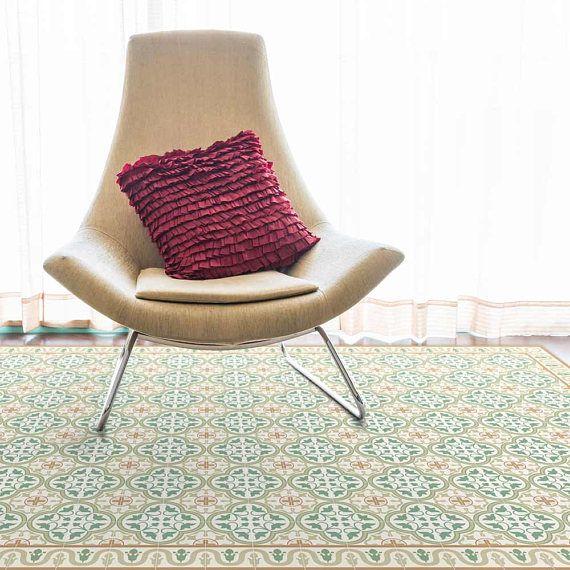 Gedruckte Teppich mit grünen Fliesen mit dekorativen Rahmen. Matten sind auf PVC mit UV-Tinte gedruckt. Sie sind langlebig, flexibel, wasserdicht und leicht zu reinigen. Unsere Teppiche rund um Ihr Haus oder Geschäft können Sie als dekoratives Element und farblichen Akzent. Kunst Tischsets in Ihre Küche, Bad, Wohnbereich oder in Ihrem Garten. Diese Matte ist in sechs Größen erhältlich: 60 x 80 cm \ 23.6X31.5 Zoll 60 x 100 cm \ 23.6x39.4 Zoll 70 x 120 cm \ 27.6x47.2 Zoll 60 x 140 cm \…