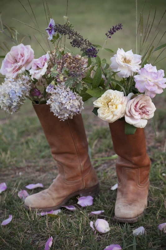 :)Cowboy Boots, Leather Boots, Country Parties, Cute Ideas, Country Wedding, Country Girls, Gardens, Bridal Flower, Flower Pots
