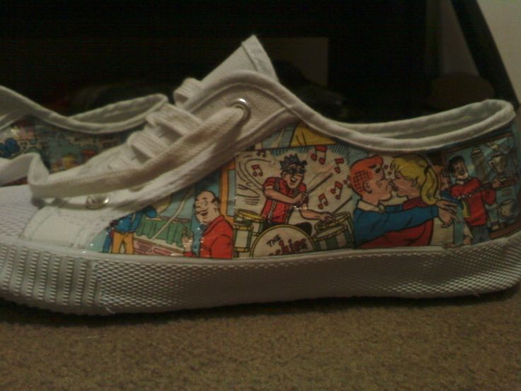 Comic Shoes  •  Free tutorial with pictures on how to make a pair of decoupage shoes in under 60 minutes