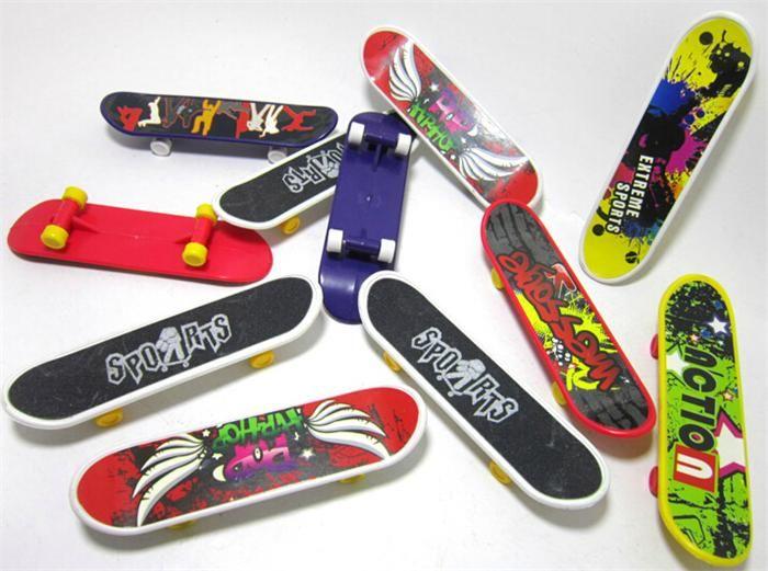 2pcs/lot Finger Skateboards Toy and Multi-color Mini Skateboard for Kids