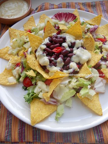 Kiosko di frutti di bosco: Insalata di nachos fagioli e salsa cheddar