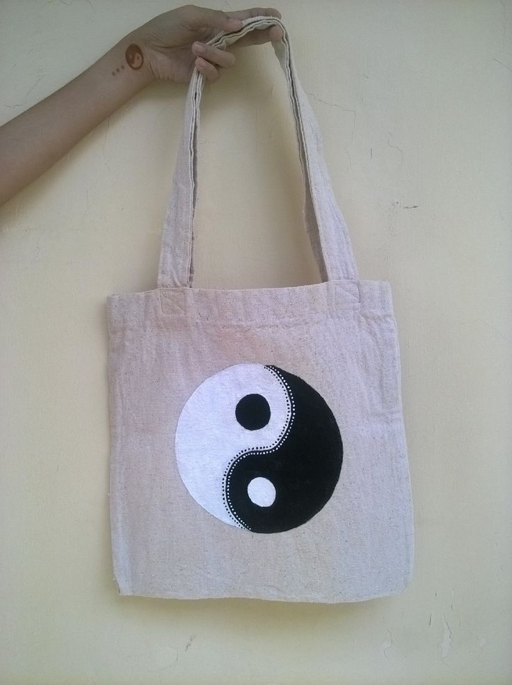 instagram : @nstyle_bdg #nstyle #style #totebag #tote #canvas #acrylic #painting #yinyang #monochrome #woman #girls #fashion #handmade #handcraft