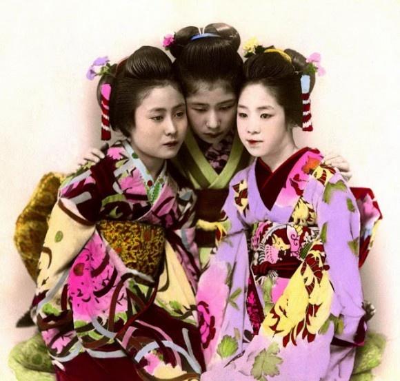 Underbara färglagda gamla foton från tidigt 1900-tal i Japan http://blish.se/b96f7f5303 #historia #japan #geisha #geishor #1900talet