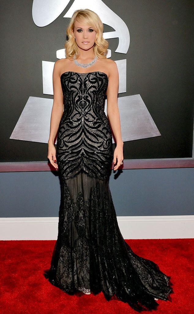 Carrie Underwood de Grammy Awards 2013 : le tapis rouge  Cette robe Roberto Cavalli est un sans-faute pour la star.