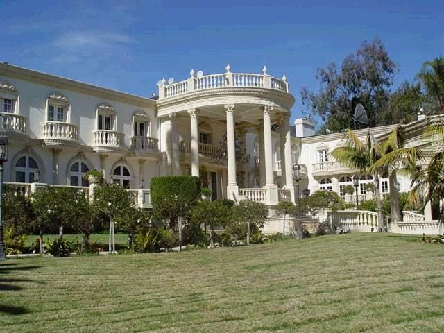 10 Photos Of President Mugabe S Private Mansion In Zimbabwe Celebrity Houses Luxury House Designs Mansions State house of zimbabwe pictures