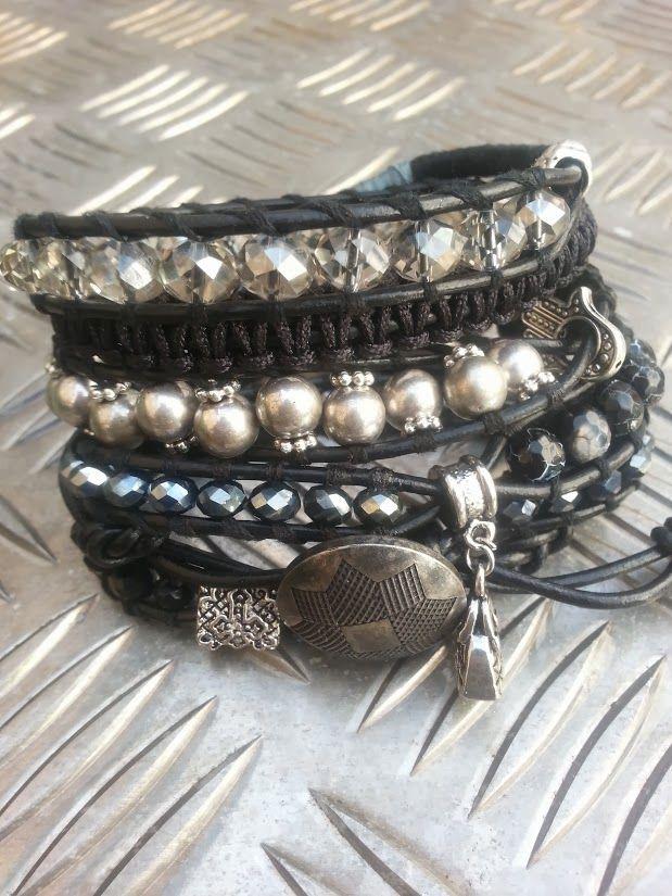"""Smart"" Has a new owner.  Agaat en facet geslepen kristal.  Past 5 á 6 keer om de pols.   Wrap it 5 or 6 times around. Finished this on the 9th of Januari.   Ben je geïnteresseerd stuur een berichtje. #Boho #Bohemian #Caarroos #Bracelets #Jewelry #Gipsy #Armband."