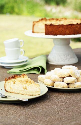 Recipe for ricciarelli, delicious gluten-free almond cookies from Siena, Tuscany