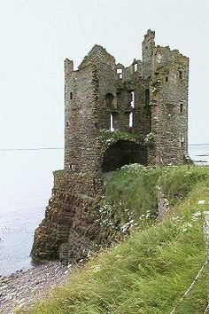 Keiss Castle: on the Cliff