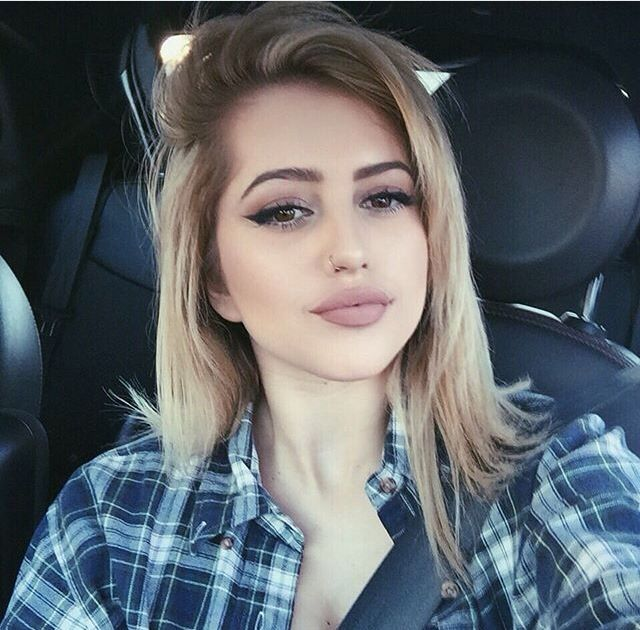 lycia) hey guys I'm lycia I'm 19 years old, my ex boyfriend, ryan got me pregnant when I was 15 bcuz I was a rebel, and now I take care of her. Her name is juliette.. umm single, kinda looking for a loving dad that will make my little baby feel like home .