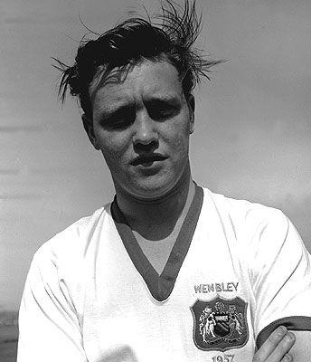 Eddie Colman  + Dead in the crash. Edward « Eddie » Colman, né le 1ᵉʳ novembre 1936 mort le 6 février 1958, était un joueur de football anglais et est l'un des huit joueurs de Manchester United à avoir perdu la vie dans la catastrophe aérienne de Munich.