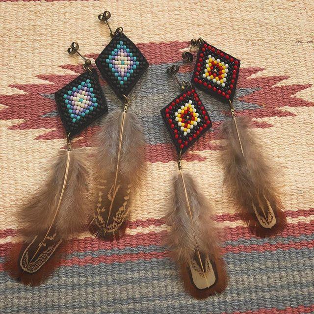 エスニック #フェザーピアス #handmadeaccessory #刺繍 #ネイティブ #beadswork #beads #ビーズ #ビーズ刺繍 #handmade #ピアス