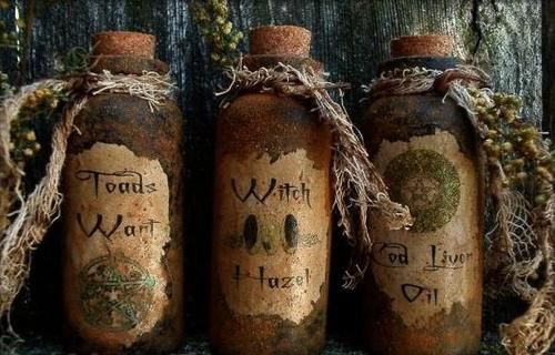 halloween brew: Halloween Witch, Primitives Folk Art, Potions Bottle, Parties Favors, Witch Potions, Aunt, Jars, Crafts, Witch Bottle