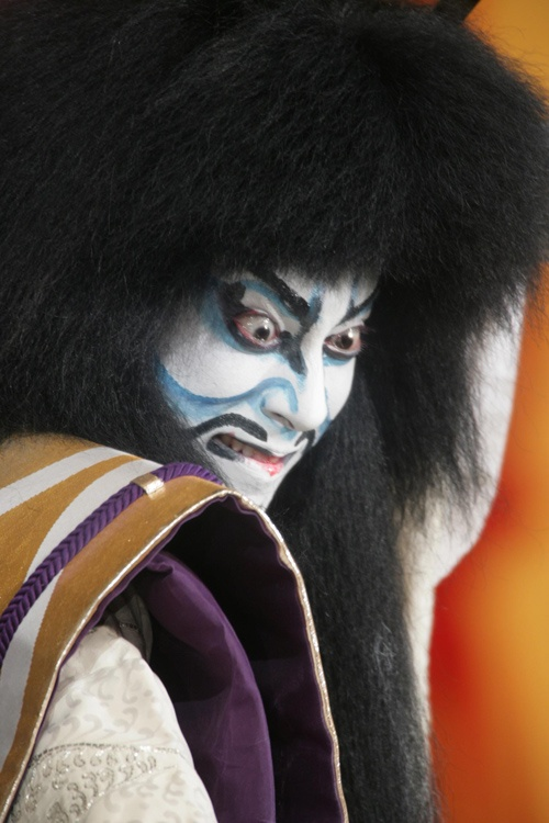 week 5- Kabuki theatre makeup images All the angles and lines in this example exaggerate this characters meaness.