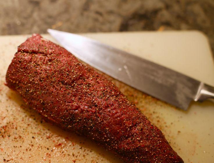Oxfile är en favorit till helgen. Har ni provat att göra pepparfile? Superenkeltoch gott. Din oxfile gör du så här: Ställ ugnen på 120-150 grader. Putsa filen och krydda med 4 olika sorters peppar. ( Finns att köpa färdig kryddblandning i din butik ) Krydda på rejält och stek den … Läs mer