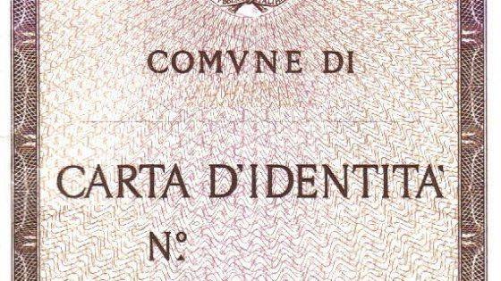 Negli uffici anagrafe dei comuni italiani si susseguono i furti di carte di identità in bianco, facilmente falsificabili. Tutti gli altri paesi adottano