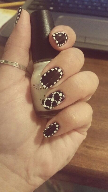 Super easy nail art design using only a dotting tool!