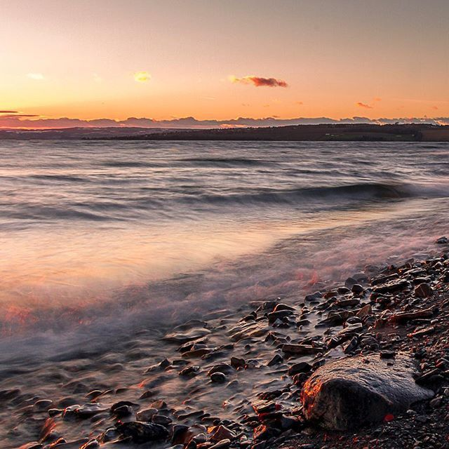 Choppy lakes can be beautiful too. I'm ready for ice and snow to leave place for spring down here, but winter can stay a bit longer in the mountains. #lakeside #sunset #sunsets #pinksky #naturallight #beachlife #domkirkeodden #hamar #hedmark #hamarregionen #norway #scandinavia #landscape_captures #landscapelovers #tonjelilleaasphotography